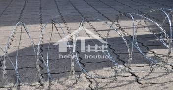 Razor Wire VS Barbed Wire - Which is More Effective?